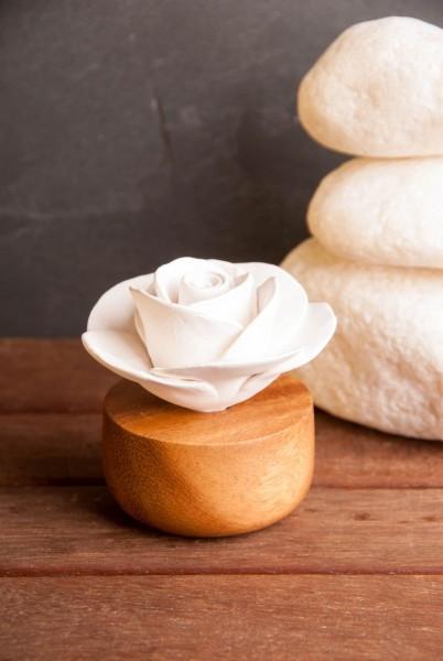 Duftstein Rose Keramik auf Holzsockel